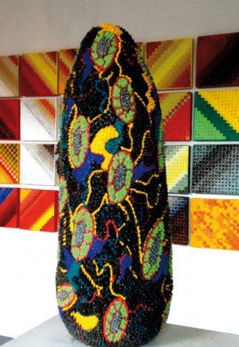 Cellula ovoide (2000) Valente Vittorio, Silicone colorato, 100x38x35 cm.