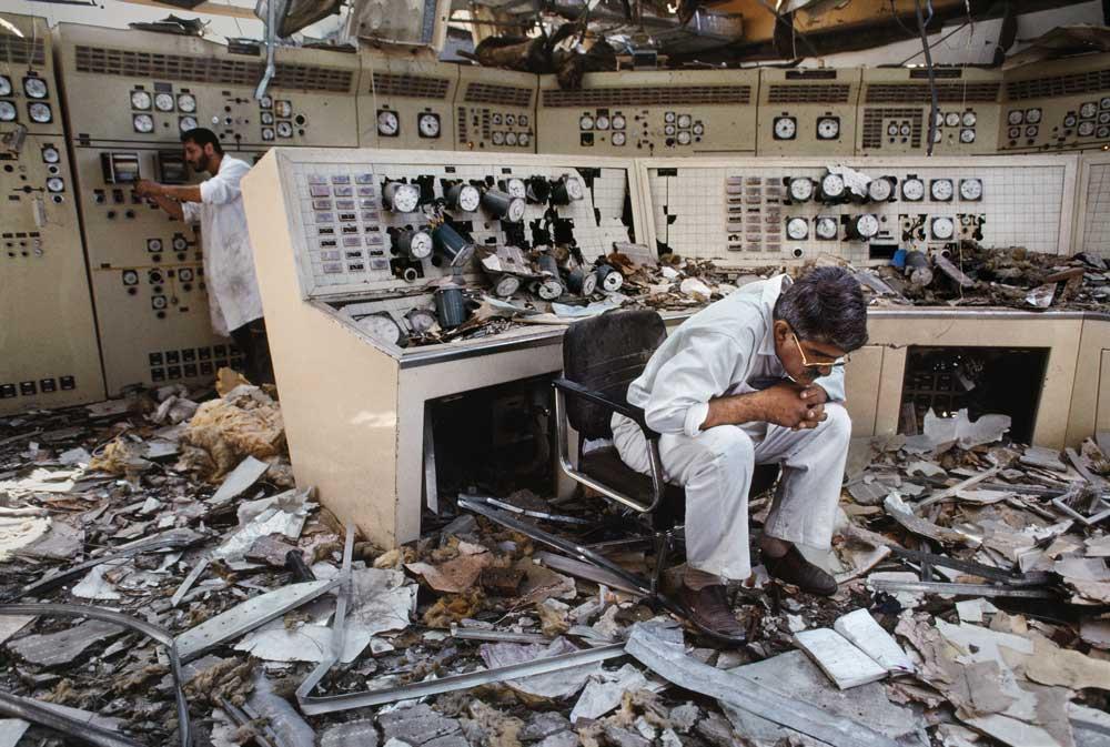 [3] Kuwait City, Kuwait, 1991 © 2012-2017 Steve McCurry