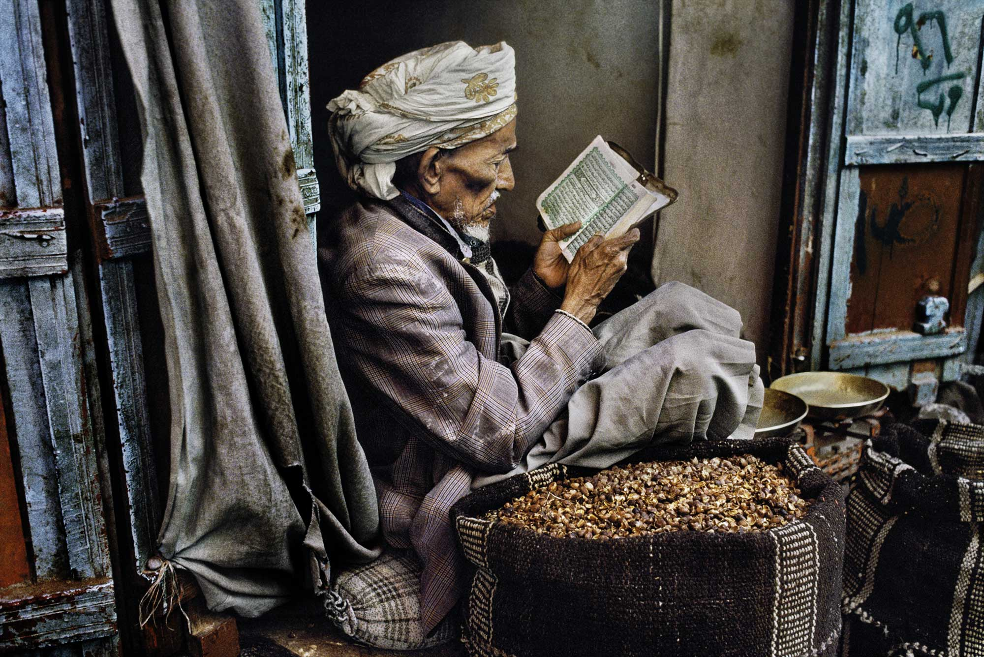 [1] Sana'a, Yemen, 1997 © 2012-2017 Steve McCurry