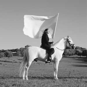 """Marina Abramović nel video del 2001 """"The Hero"""" Photo © TheMahler.com Courtesy of Marina Abramović Archives"""