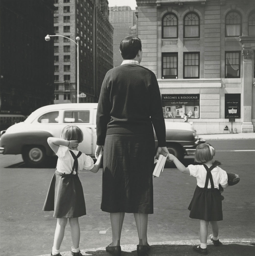 Vivian Maier - Untitled, 1954, New York 40x50 cm. (16x20 inch.) Framed 53,2x63,4 cm. ©Estate of Vivian Maier Courtesy of Maloof Collection and Howard Greenberg Gallery, NY