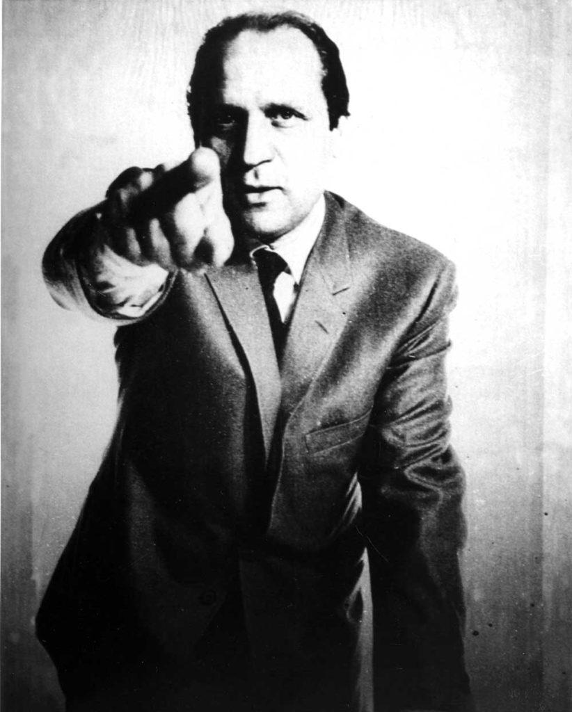 Quadro parlante - Scusi signore 1972-1974, tela emulsionata con sensori, circuito elettrico e registratore, 109x98 cm. Collezione privata
