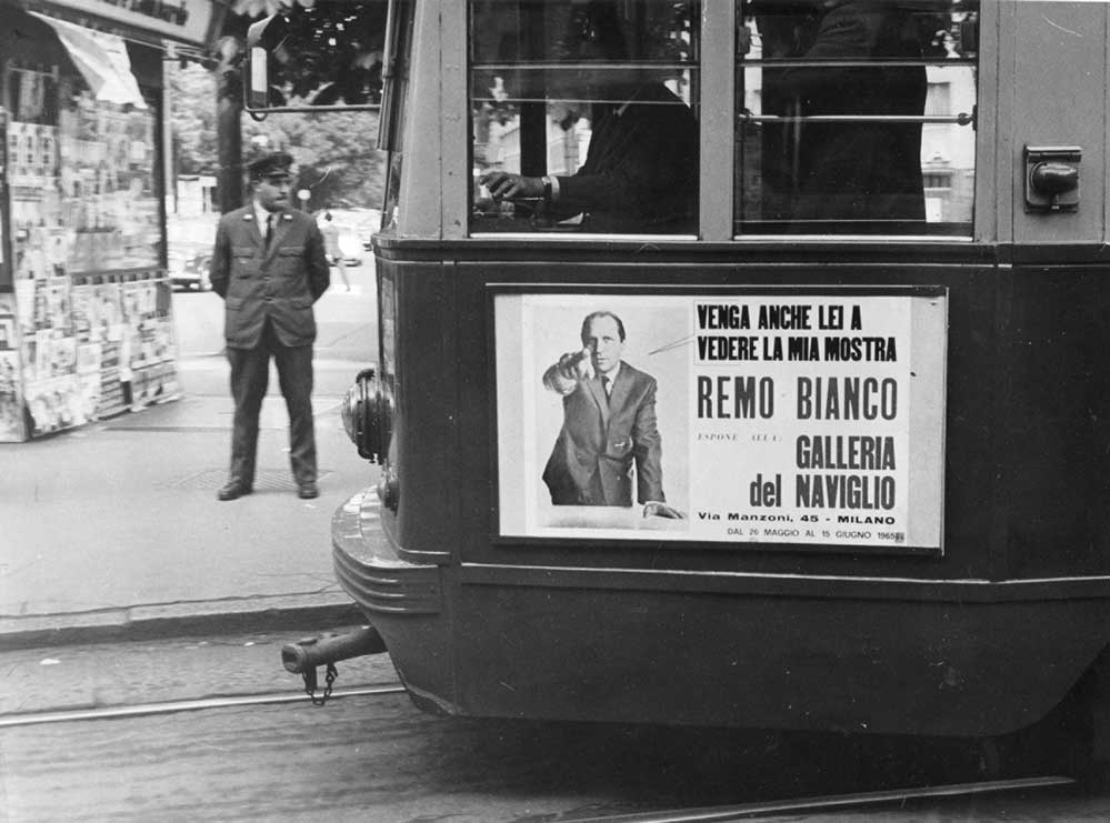 campagna pubblicitaria sui tram di Milano per la mostra personale di Remo Bianco alla Galleria del Naviglio 26 maggio-15 giugno 1965
