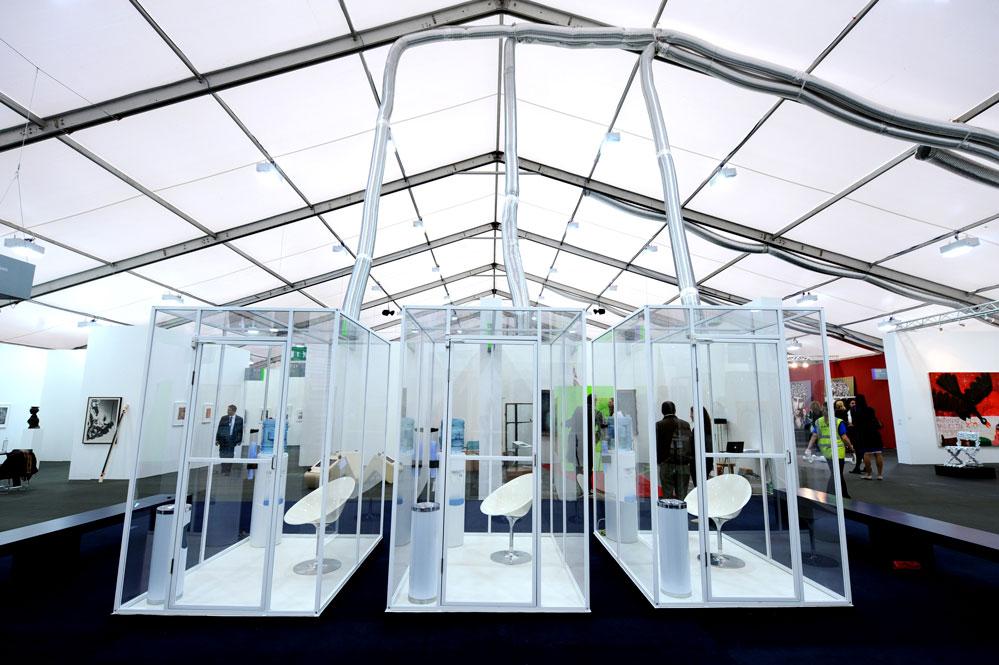 """Loony Park, installazione ambientale dell'artista Norma Jeane """"The Straight Story cabine individuali per fumatori. Ph. Linda Nylind"""